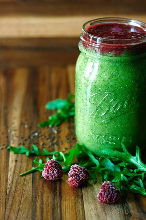 Grüner Rucola-Ingwer Smoothie und Roter Himbeer Aronia Smoothie