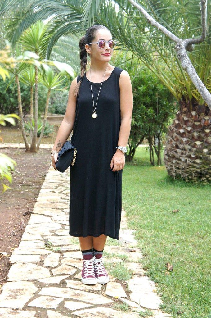Un abito lungo nero con le mie Converse bordeaux