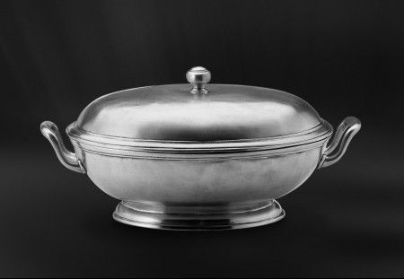 pewter footed oval tureen with handles  http://www.pewter-gt.com/pewter-products/pewter-centerpiece  #italian #pewter #tableware #manufacturers #madeinitaly #footed #oval #tureen #handles