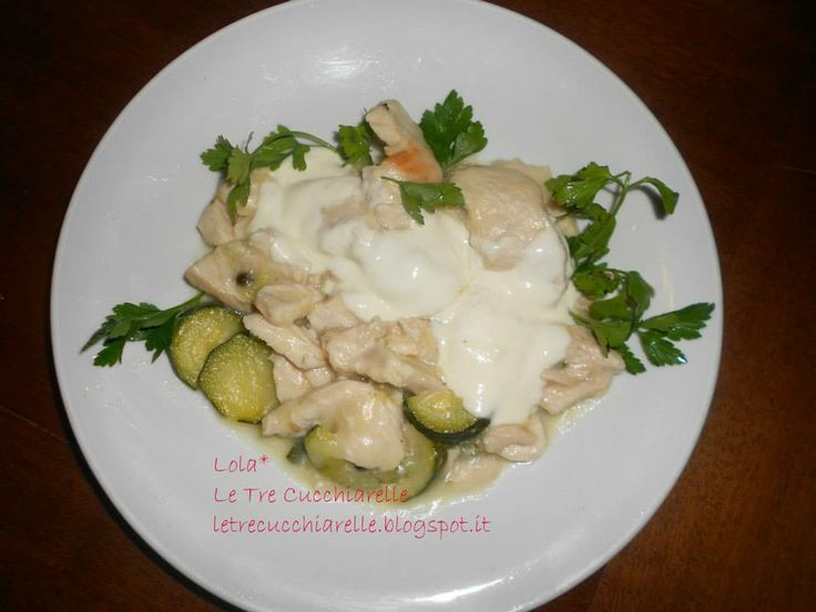 Straccetti di tacchino al pepe verde, zucchine e crescenza - Sliced turkey with green pepper, zucchini and growth