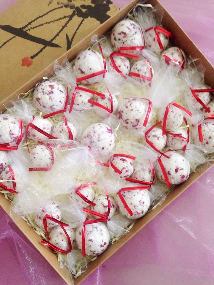 10PCE / LOT ванна бомбы природный розовый лаванда суть соли для ванн отбеливания кожи увлажняющий бесплатная доставка купить на AliExpress