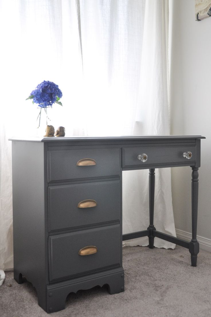 Desk-Makeover-Grey-and-Gold-Accents-With-the-Homeright-Sprayer-2-2
