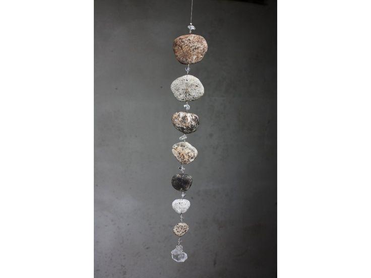 Říční kameny s křišťálem