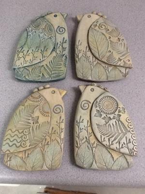 I miei nuovi uccelli di argilla!  Con Sue Davis di galleria Davis Vachon da nikki