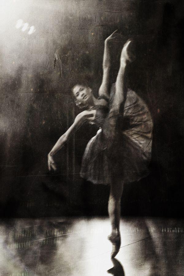 Christine Rocas - Joffrey Ballet by Gina UhlmannDance Queens, Gotta Dance, Rocajoffrey Ballet, Dance Dance, Dancers Iii, Christine Roca Joffrey, Christine Rocajoffrey, Gina Uhlmann, En Point