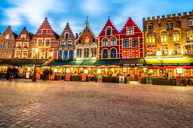 ¡Que no te asuste su nombre! Brujas es una de las ciudades más especiales de Bélgica. ¡Descubre lo que no te puedes perder de la Venecia del norte! ¿Todo listo para el viaje? Entra en www.vivesoy.com