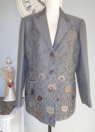 À vendre sur #vintedfrance ! http://www.vinted.fr/mode-femmes/autres-manteaux-and-vestes/46613615-veste-pure-vintage-annees-fin-annees-80-pure-laine-marque-devernois-etat-neuf-t40-42-44