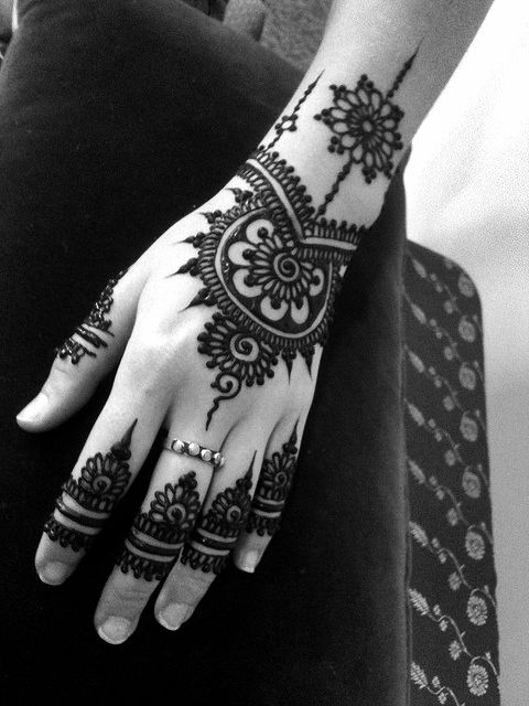 Mehendi - this is beautiful, and way easier to draw out than it looks!