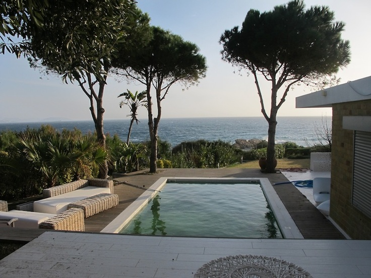 Villa a breath away from Athens business centre with its own private beach