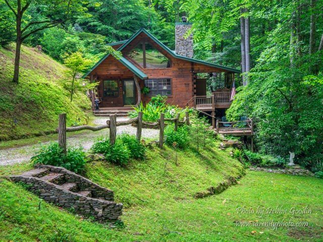 The perfect cabin adventure for two! Enjoy some peace in this Bryson City, North Carolina vacation rental for Valentine's Day!