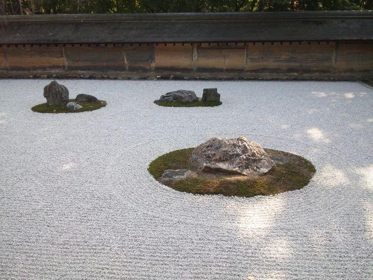 龍安寺 石庭 (Ryoan-Ji Rock Garden) in 京都市, 京都府