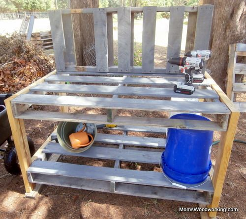 DIY pallet potting bench plans from MomsWoodworking.com!  You can build this!!  Only a few tools, and a few dollars.