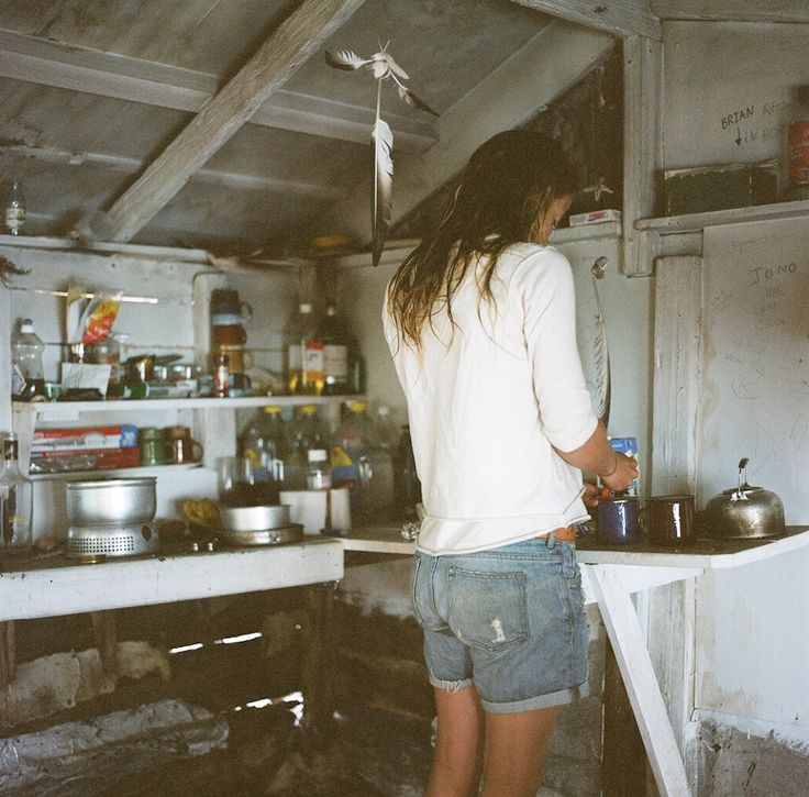 Surf Hut...this is what kitchens should look like in adventures...