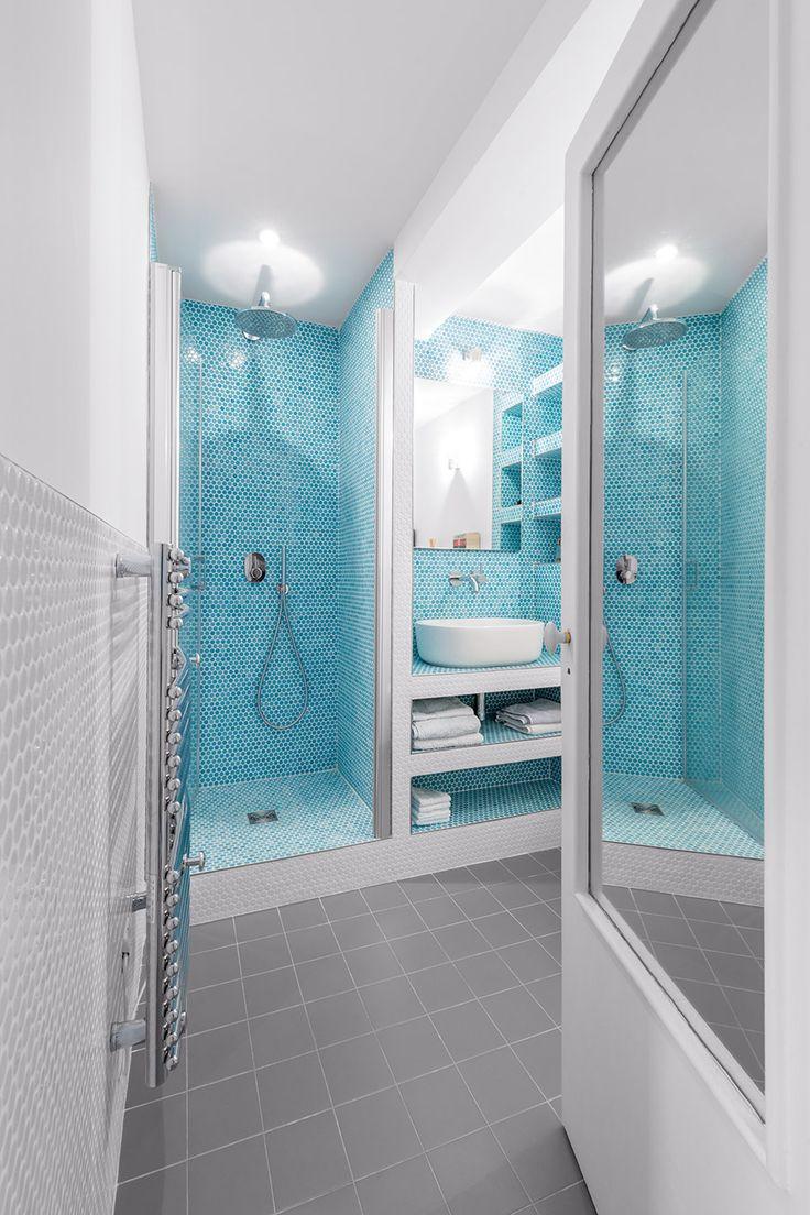 Washroom Photo © Alexandra De Cossette (http://alexandradecossette.com)