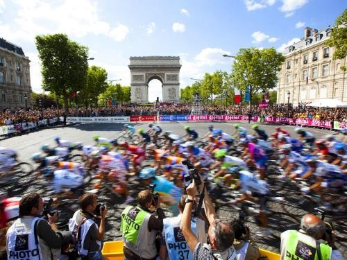 Le tour by Mike Powell