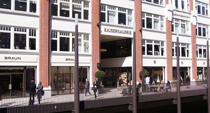 Hier wo lange Zeit das Ohnsorg Theater seinen Platz hatte ist mit der Kaisergalerie eine der wohl edelsten Einkaufspassagen Hamburgs geschaffen. Alles zur Kaisergalerie hier -> http://ahoihamburg.net/kaisergalerie/ #hamburg #hamburgcity #kaisergalerie #shopping