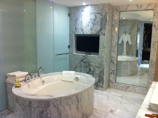 Hyatt Regency Gurgaon Stunning Marble Bathroom With Beautiful Jacuzzi Delhi Ncr India