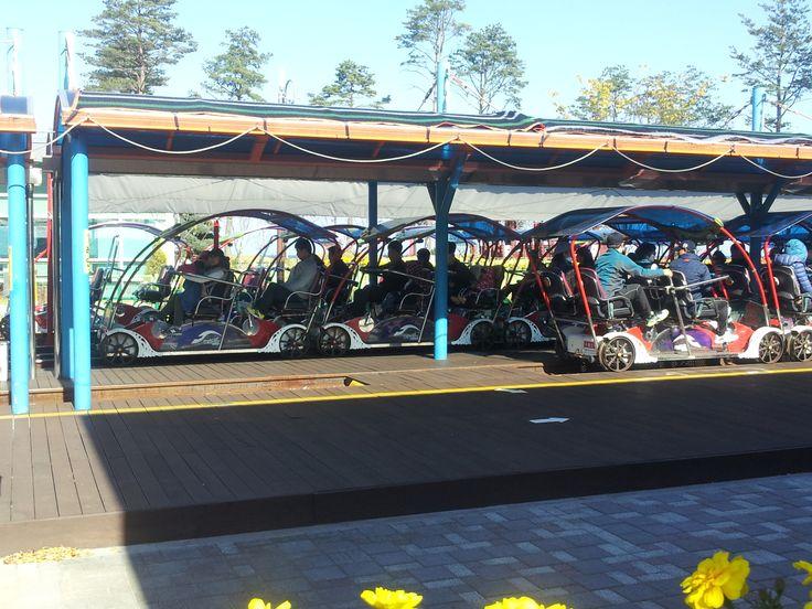 Samcheok Ocean Railbike is a four-wheeled bike on a 5.4㎞ rail that lies against a splendid backdrop of East Sea