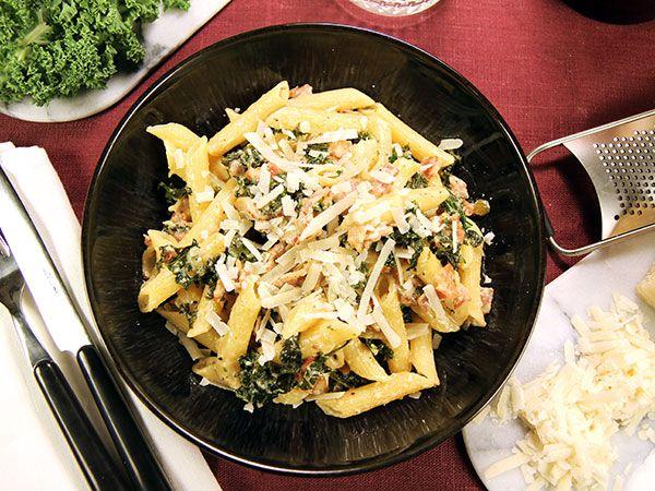 Pasta med bacon och grönkål | Recept.nu