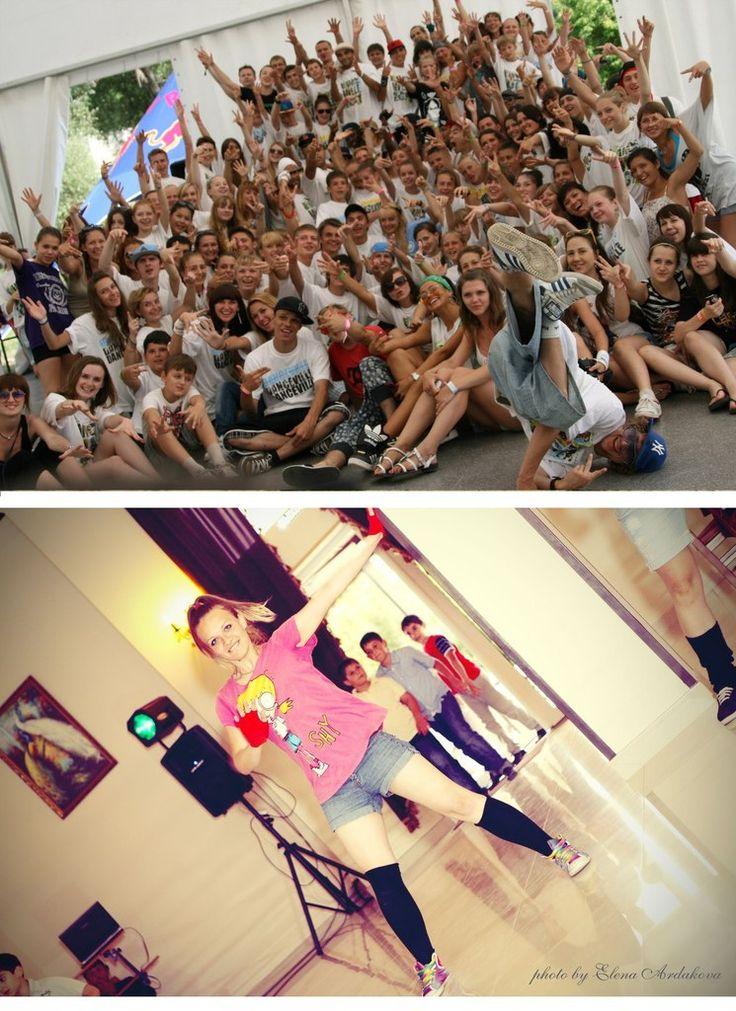 Обучение уличным танцам в Новороссйиске  Новороссийск  Уличные танцы - широкое танцевальное направление, вобравшее в себя элементы Hip-Hop, Фанка, Брейк-данса, R&B и многих других стилей. Оно выделяется большим простором для импровизации и самовыражения. Если Вы не равнодушны к быстрым движениям, Вас завораживают неожиданные переходы от плавных движений к заводным ритмам, то уличные танцы – это то, что нужно Вам!  Открыт набор в школу уличных танцев в Новороссийска - обучение у…