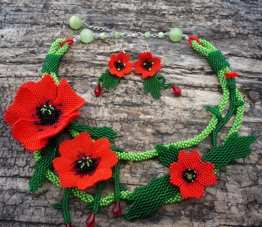 Beautiful jewelry with Poppy elements.  More - http://beadsmagic.com/?p=4037