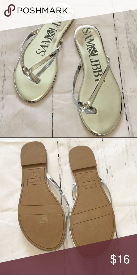 NWOT Sam & Libby Metallic Flip Flops Cute silver metallic flip flops NWOT Sam & Libby Shoes Sandals