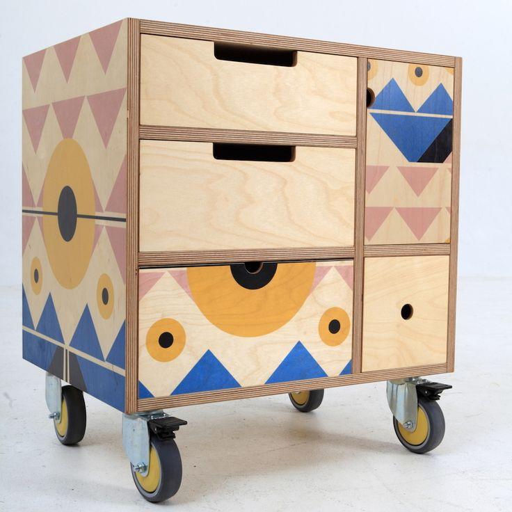 De Steyl, productores de mobiliario Sudafricanos, y RR Studio, quienes se dedican a desarrollar patrones, decidieron colaborar en un proyecto que lleva el nombre de Play Play.