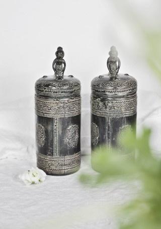 ... bronze jar ...