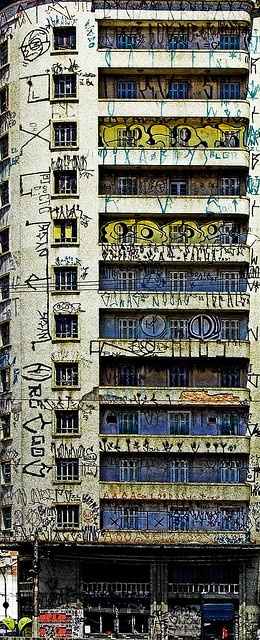 'Lar, Doce Lar [Home, Sweet Home],' São Paulo, photographed by Jim Skea. Pixação is a unique form of graffiti native to the Southeastern metropolises of São Paulo and Rio de Janeiro, in Brazil. It consists of tagging done in a distinctive, cryptic style, mainly on walls and vacant buildings. image via flickr  info via wikipedia