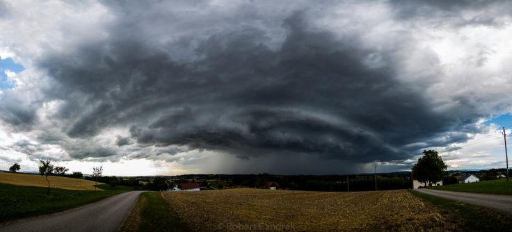 27.07.2015 - Strukturiertes Gewitter über dem Mühlviertel/Böhmen