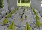 Pagodetent 5x10m met ovalen tafelopstelling.  Trix tuinstoel wit en groen/blauwe accenten.  Voor de organisatie van al uw feesten; www.xtrent.be