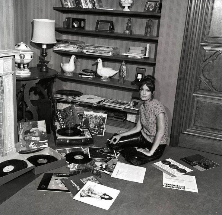 Marisa Mell  record girl