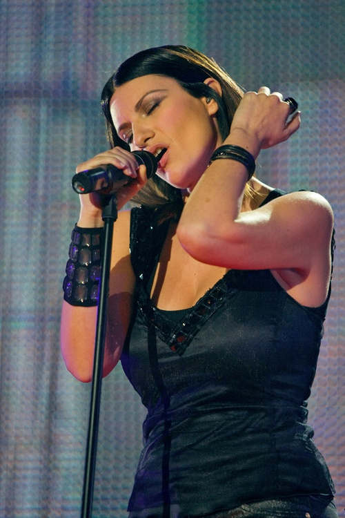 {When she sings, I cannot think. When she sing, everything is nothing.