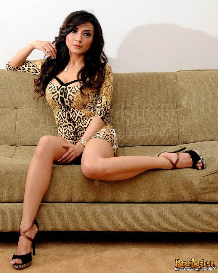 Rujuniarti Sapta Pertiwi (Wiwid Gunawan), She's an Indonesian Actress & model.