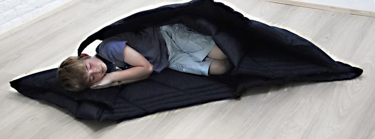 Tapis Tridimensionnel is een tapijt  van oude lakens en versleten jeansbroeken