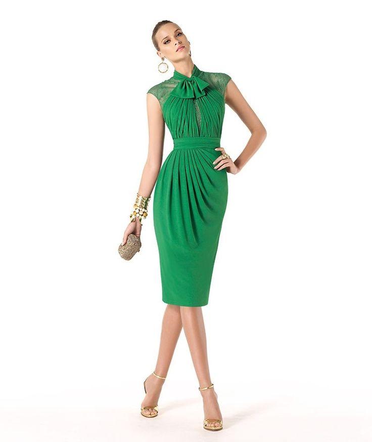 Vestido corto verde de Pronovias, modelo Renuk, para invitadas a bodas.