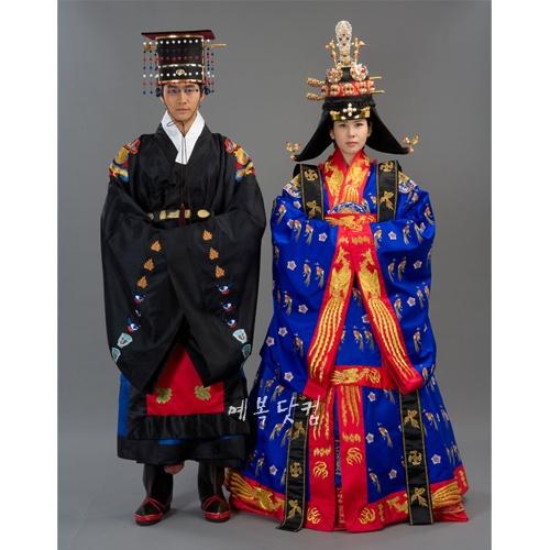 Korean Traditional Royal Wedding Keywords: #weddings #jevelweddingplanning Follow Us: www.jevelweddingplanning.com  www.facebook.com/jevelweddingplanning/