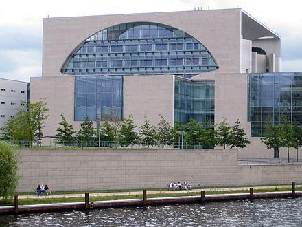 Bundeskanzleramt (Berlin), Axel Schultes und Charlotte Frank (2001)