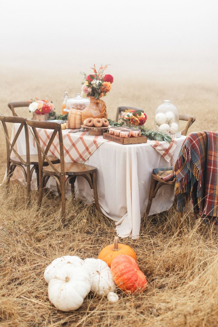 Outdoor fall party decor: Photography : Torrey Fox  Read More on SMP: http://www.stylemepretty.com/living/2016/11/01/how-to-celebrate-fall-with-your-best-girlfriends/