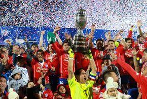 La selección chilena celebró con todo en la cancha del Estadio Nacional tras imponerse en la final de Copa América 2015. Revisa las mejores postales de la ...