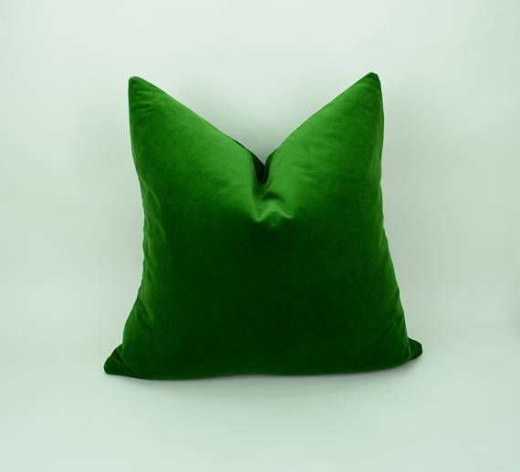 **PLEASE have a read through my shop policies to be sure on lead & shipping times. Also, check out my  READY TO SHIP  section for items at a reduced rate. Thank you! Beautiful velvet pillow case in rich emerald green ( Infill not included )  A wonderful addition to your living room,