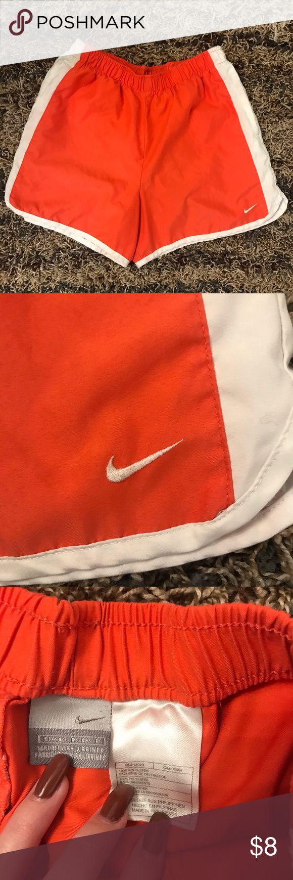 Nike-Shorts Die Nähte auf dem Rücken sind etwas durcheinander, ruinieren aber nicht …   – My Posh Picks