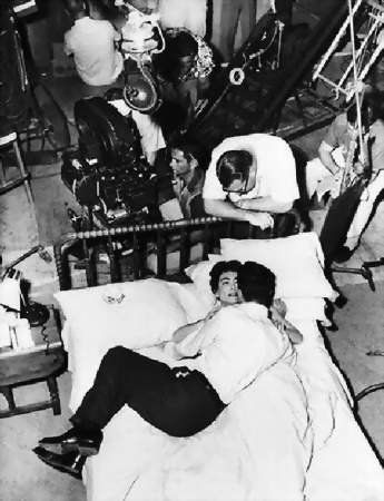 "Robert Aldrich directs Joan Crawford and Cliff Robertson in ""Autumn Leaves"" 1956"