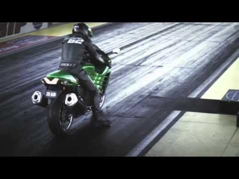 2012 KAWASAKI NINJA® ZX™-14R vs Suzuki Hayabusa