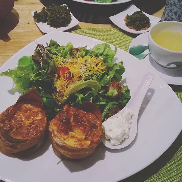 Déjeuner chez George Cannon. J'y ai bu un excellent thé Genmaicha ! #tea #teatime #lunch #lessenceduthe #olivierscala #georgecannon #genmaicha:
