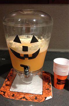 ORANGE HALLOWEEN PUNCH - super cute punch for a halloween party #halloweenparty #halloweenpartypunch #orangepunch http://busymomblogs.com/2011/10/20/orange-halloween-punch/