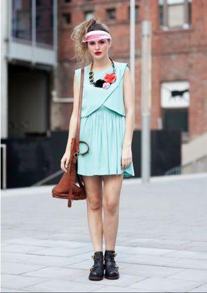 カラー使いに注目!おしゃれなサンバイザーコーデのスタイル・ファッション♪