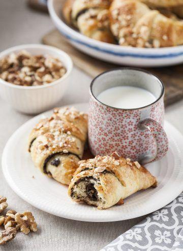 Rogaliki krucho-drożdżowe z makiem i orzechami #nuts #cake #desert