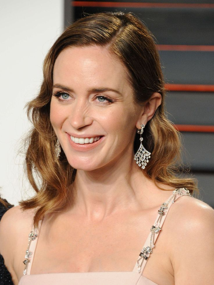 February 28: 2016 Vanity Fair Oscar Party Hosted by Graydon Carter - 034 - Adoring Emily Blunt | Photo Archive | for all your emily blunt media needs