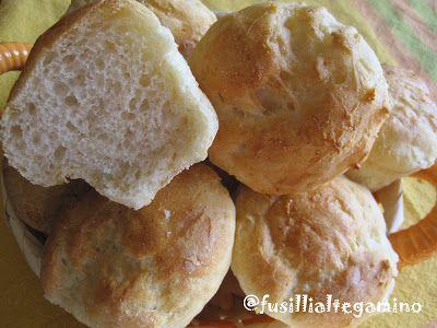 Questi morbidissimi panini si preparano in un attimo e sono ottimi sia con una farcia dolce (nutella e marmellata) ma anche con i salumi...